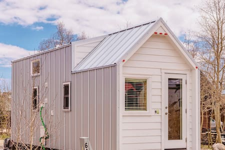 ☆ Luxurious Tiny House ☆ Rocky Mountain Getaway
