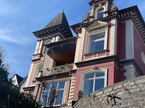 Romantikurlaub mit Burgblick in der Villa Altena
