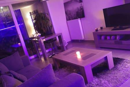 Chambre cosy dans logement neuf - Byt
