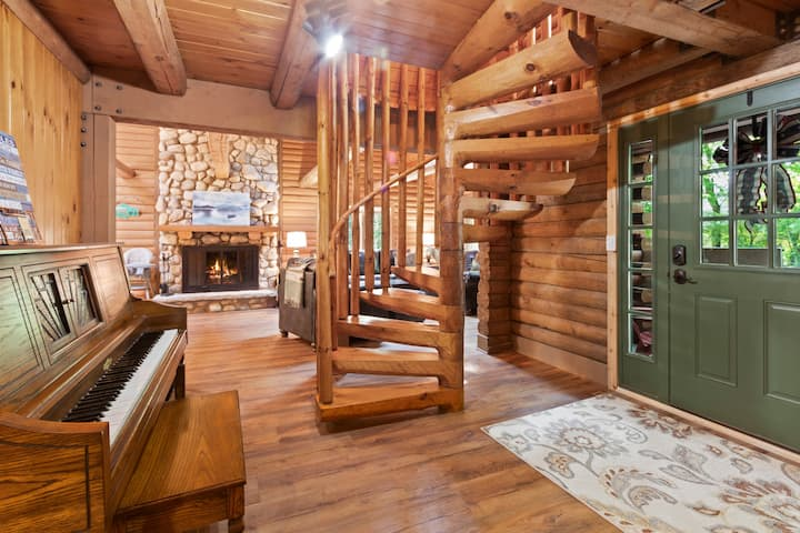 Beautifully Updated Log Cabin with Golf Cart! - Abbey Springs Lake House