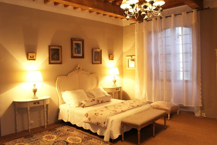 Castle bedroom close to Moustiers - Roumoules - Bed & Breakfast