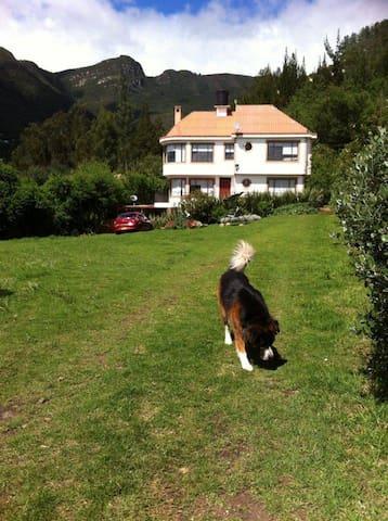 Habitación en casa de campo rodeada de naturaleza - Cundinamarca - Ev