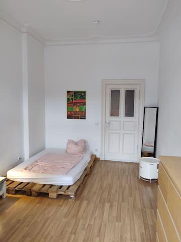 Room w/ Balcony Berlin-Kreuzberg Markthalle 9