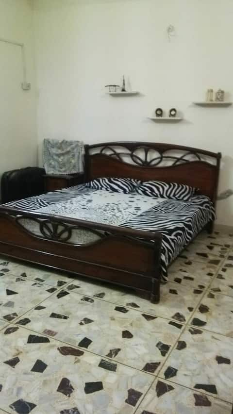 Comfy Home stay near Karachi Airport
