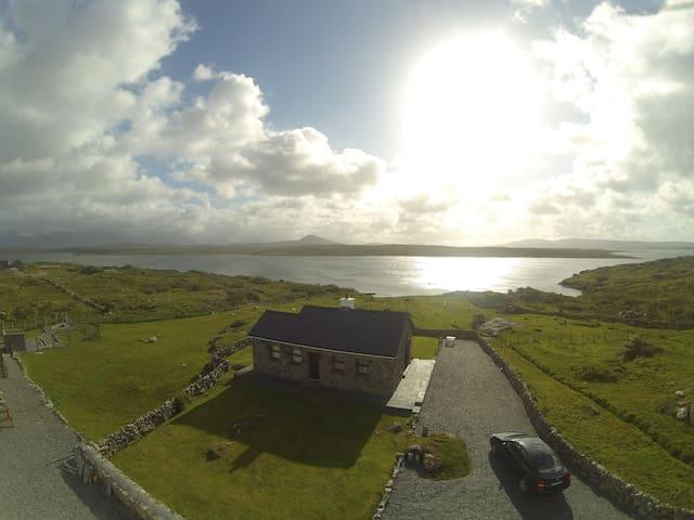 Cill Cottage, Inishnee, Roundstone, - roundstone - Rumah