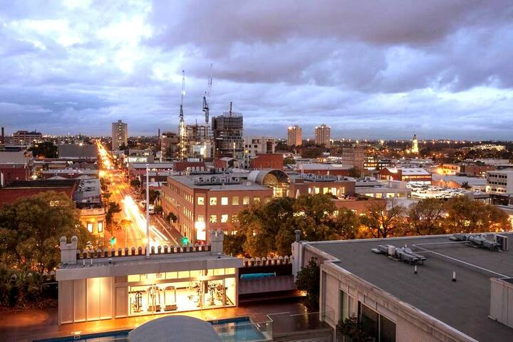 East Melbourne Views ׀ Parking ׀ Foxtel ׀ WFH