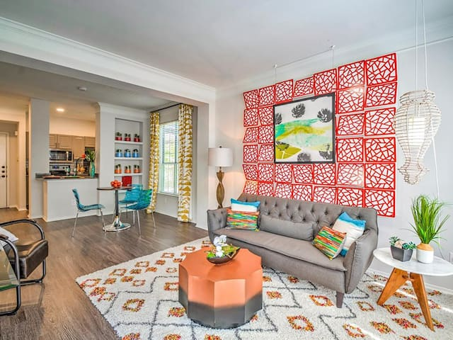 Stay Downtown I S. Congress | 1BR Parking & Pool
