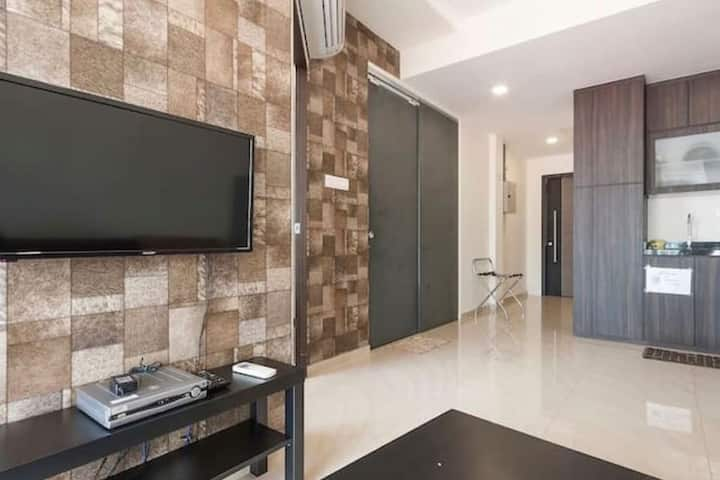 Luxurious New 1 Br near to MRT