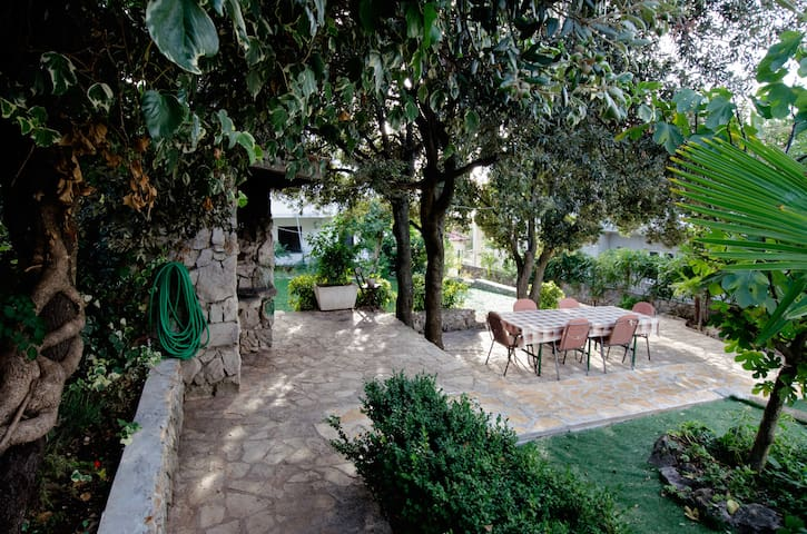 Lovely Bungalow Apartment, 50m from beach - Šibenik - 平房