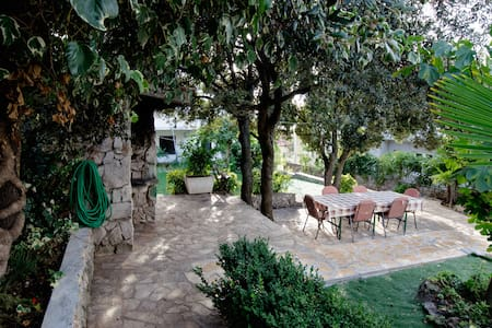Lovely Bungalow Apartment, 50m from beach - Šibenik