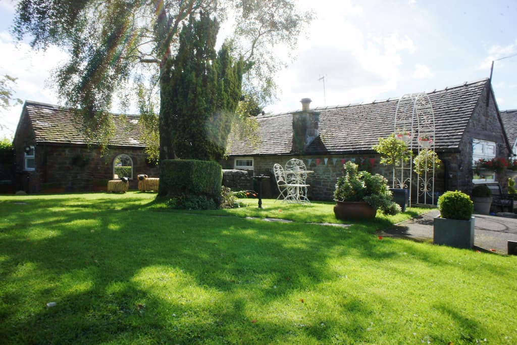 Charming Old Peak District Cottage Cottages For Rent In