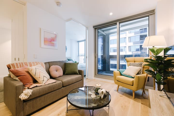 2BR Lavish Suites in Melbourne CBD (FREE Parking)