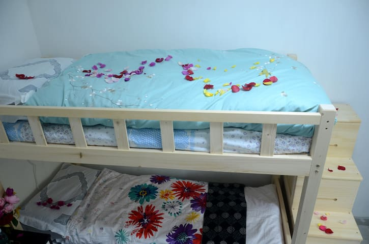 Metro line 1 apple orchard (west) bunk bed 9²room