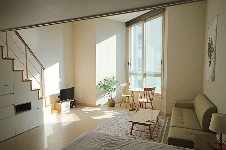 #4 COZY HOUSE, 아늑하고 넓은 복층 집/현대백화점/하이닉스/가족단위/출장/휴가