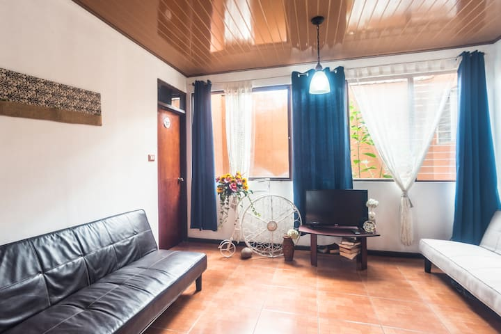 Small private room located 5m from the airport