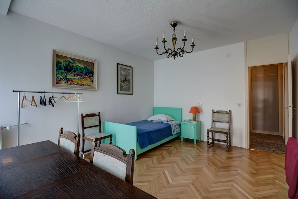 The entrance to the room is from a small corridor with bathroom, that divides the part of apartment that we use. A large table that allows you to work or dine.