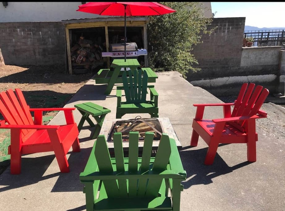 Propane BBQ, picnic table with umbrella and fire pit