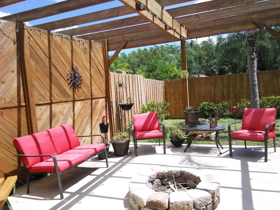 Fire pit and lounge area