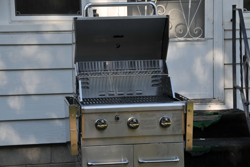 Brand new BBQ with gas tank