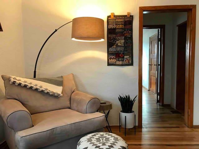 Spacious, Private & Cozy Downtown Studio