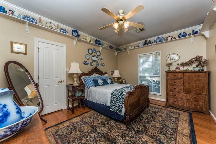 Ed's Retreat - Blue & White Bedroom