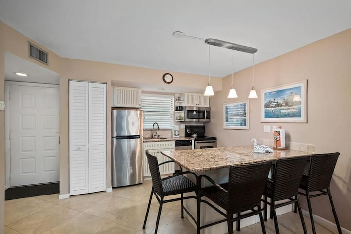 Well appointed and updated condo in popular Resort complex- Perfect for your Island Vacation!
