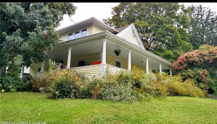 Luxury suite in 1830 homestead 15m to Portland