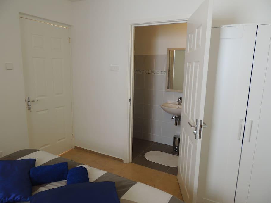 Uw badkamer aansluitend aan uw slaapkamer.