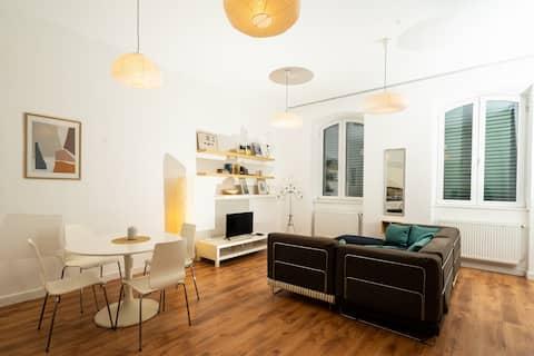 شقة مزدوجة رائعة بغرفتي نوم ، وسط المدينة