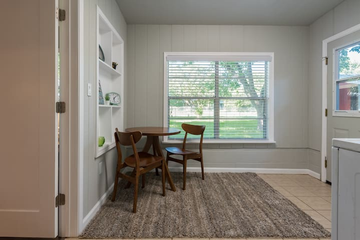 3 bed Mid Century Charmer near historic Main St