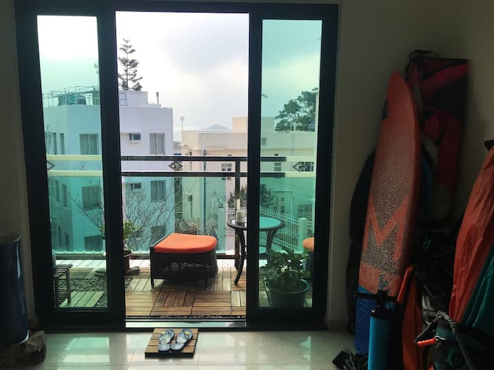 Sunny & cosy flat with a balcony in South Lantau