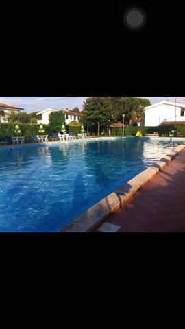 Mare affollato la domenica? allora piscina! - Bella Farnia - Townhouse