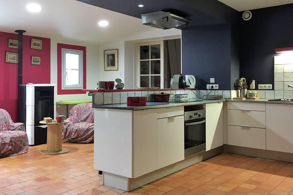 cuisine A&E, accès à la terrasse.