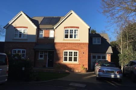 Modern large detached house/garden - Sunbury-on-Thames - Hus