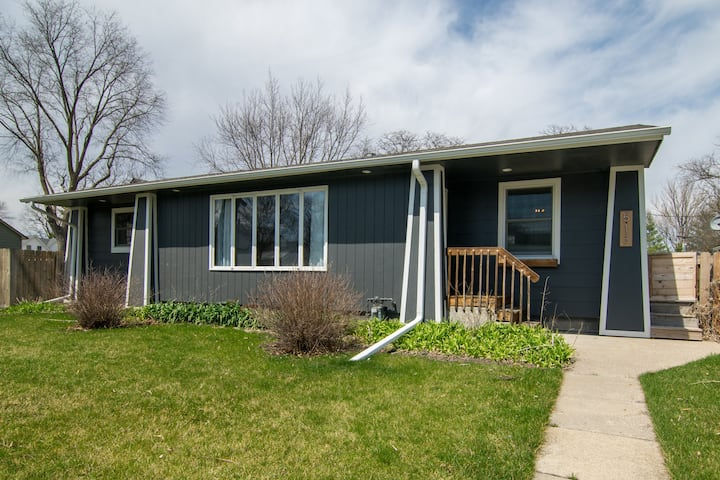 Serene Bungalow in Story City, 12 miles from Ames
