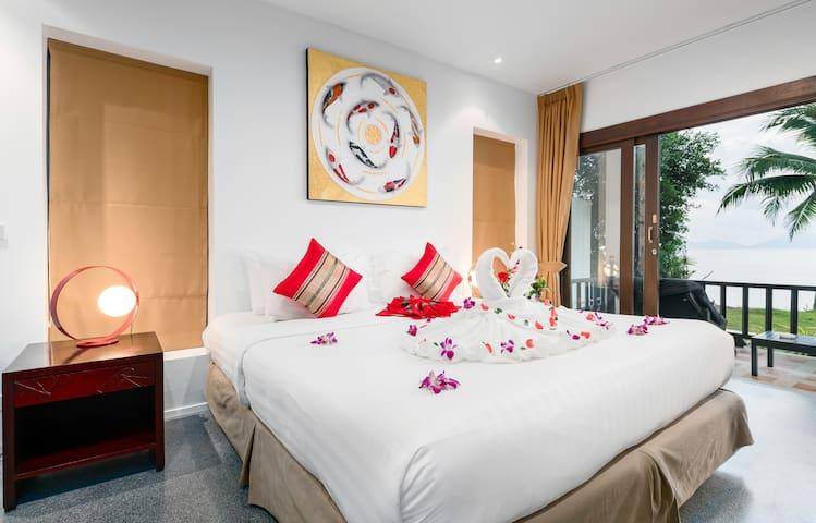 Award-winning hotel beachfront corner room+terrace