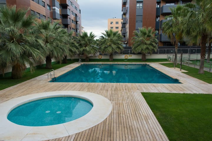 Parking, pool, wifi, gym. Perfect location. - Granada - Flat
