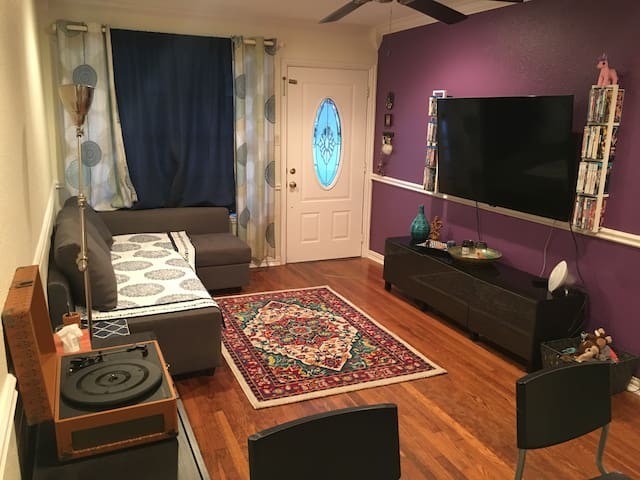 "Cozy Private Room in Little ""D"" - Denton - Maison"
