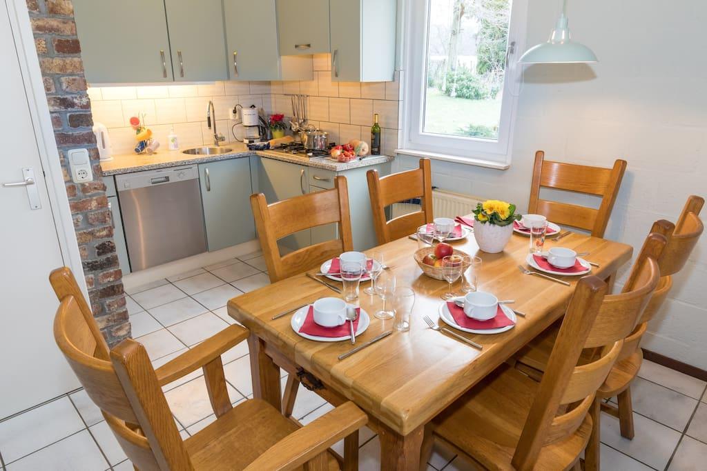 Open keuken met eethoek