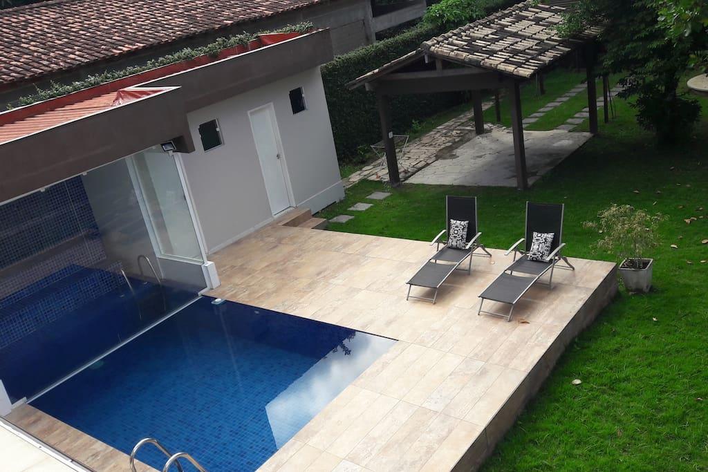 sauna integrada à piscina
