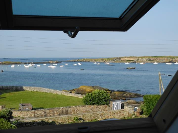 Petite maison pleine vue sur mer
