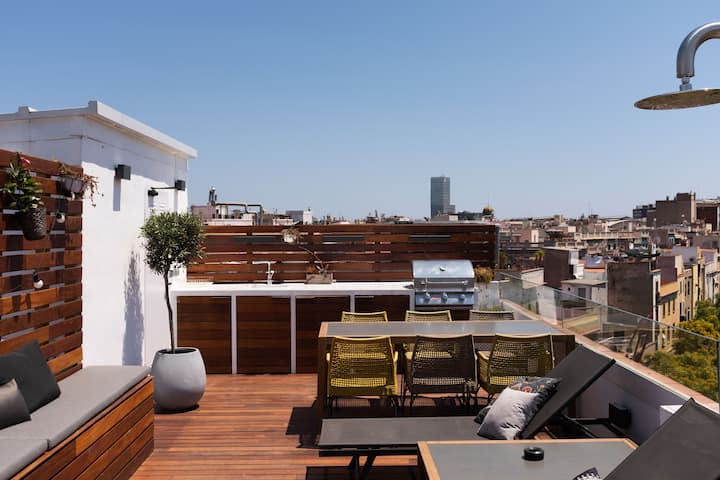Stunning new 3 bdr penthouse in the old city