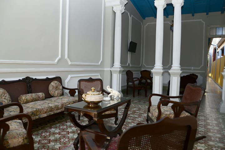 BEAUTIFUL ROOM5/PRIVATE BATHROOM/DOWNTOWN/WIFI AVA