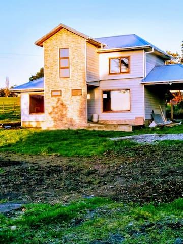 Casa nueva, capacidad 7 personas, $60.000 diarios.