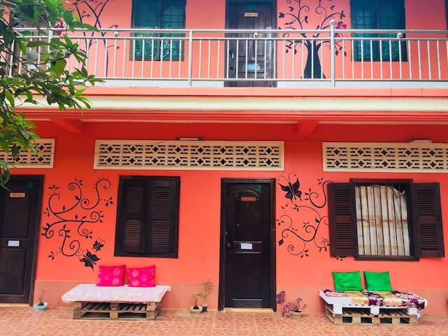 Stay with Local,Near Angkor(private room& Bath)#9