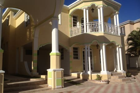 Gated community-BELVIL/ 2 Bed-2 Bath W/ Pool