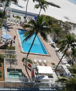 Charming One Bedroom Condo on the Beach - Fort Myers Beach