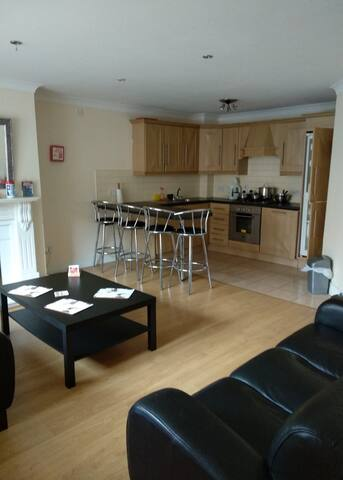 Spacious Two Bed Apartment fully equipped.
