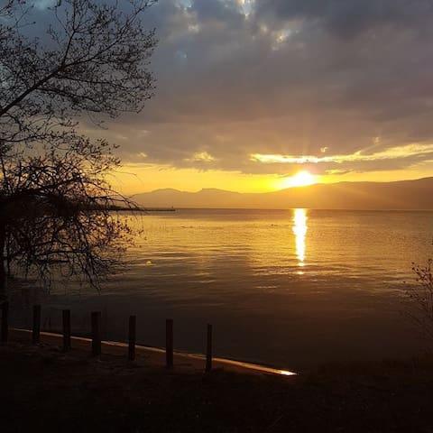 Studio au bord du lac de Neuchâtel