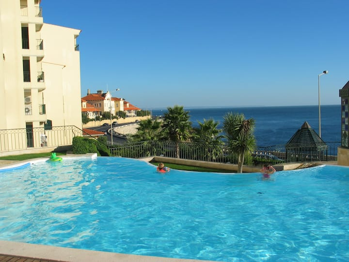 Lux apart. with seaview/front, pool, gym and beach